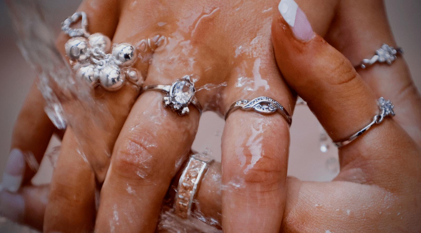 Limpia tus joyas en plata desde tu casa y sin dañarla, siguiendo estos sencillos consejos